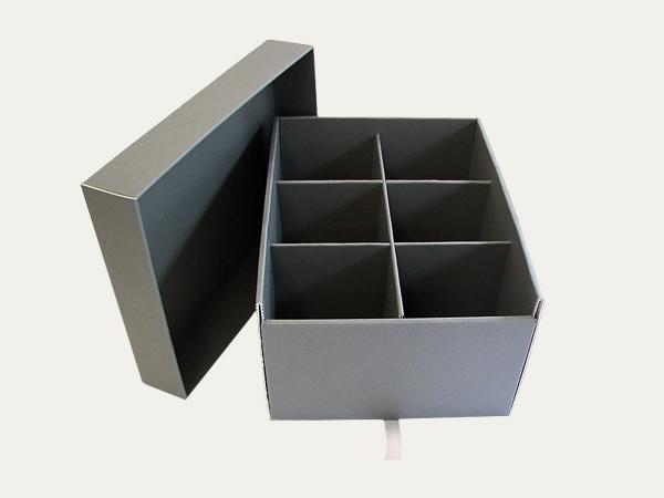 bo tes bo tes avec couvercle s par klug conservation. Black Bedroom Furniture Sets. Home Design Ideas